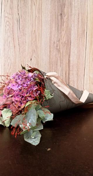 Jäger´s Blumenwundertüte, Füllung je nach Angebot, hier mit Hortensie
